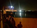 Na de aanvaring van het schip met de brug kwamen de hulpdiensten ter plaatse. Niemand raakte gewond, de containers werden beveiligd.