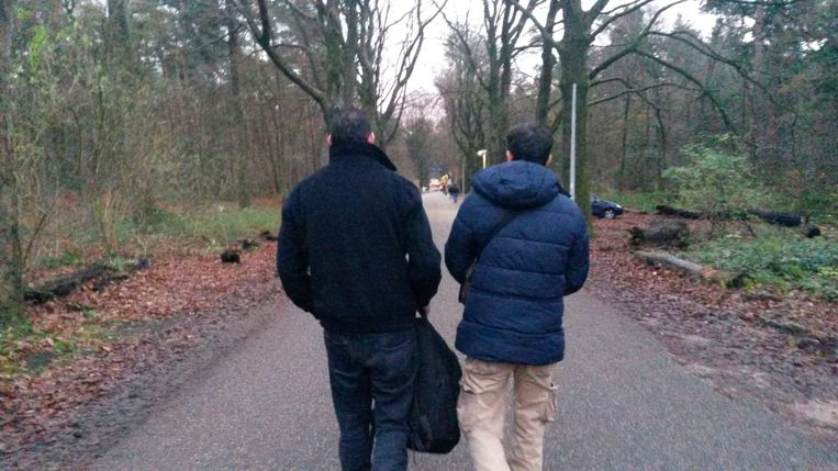 De vrienden adnan en Younes willen contact met Nederlanders. Beeld