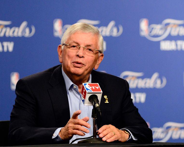 Commissaris van de Amerikaanse basketbalcompetitie David Stern tijdens een persconferentie in juni 2012.  Beeld EPA