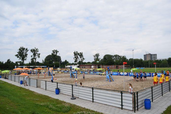 Normaal gesproken - zoals hier in 2017, de 'pre-coronatijd' - is het Zutphense Beach Center pas vanaf het voorjaar open. Dit jaar kunnen jongeren er al vanaf begin februari sporten.