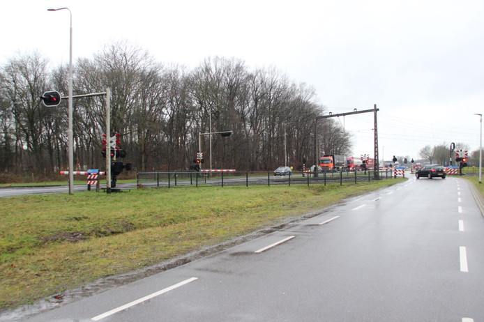 Spoorwegovergangen zijn dicht door een storing bij Holten