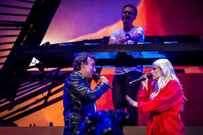 'Hoe het danst', Davina's single met Marco Borsato, stond bij ons 10 weken bovenaan in de Ultratop.