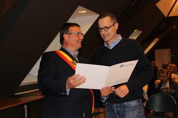 Ben De Clercq (rechts) werd vorig jaar, samen met Hélène Van Peborgh, erkend als 'verdienstelijke inwoner'.