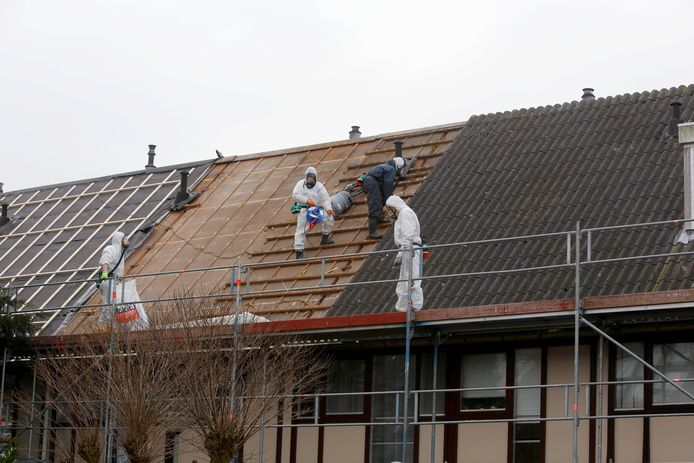 In Sterrenburg werd eerder al asbest verwijderd van daken.