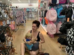 """Traitée de """"pédophile"""" pour avoir allaité son enfant de 3 ans dans un supermarché"""