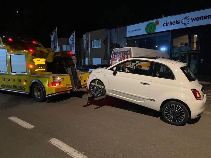 MECHELEN / WILLEBROEK - De politie nam de wagen van een chauffeur, die onder invloed was van drugs en geen geen rijbewijs heeft, in beslag