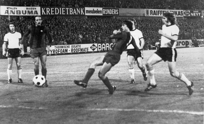Johan Cruijff scoort de dodelijke 2-1 tegen Lokeren.