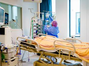 Gebrek aan duidelijkheid zorgsector over het échte aantal uitgestelde operaties