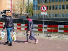 Afzetting Nieuwe Haven en deel Turfkaai Middelburg klaar: Parkeren langs water door instortingsgevaar kademuur verboden