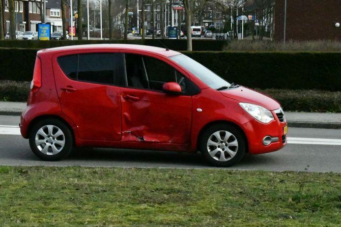 In Enschede is een motorrijdster gewond geraakt door een ongeluk met een auto.