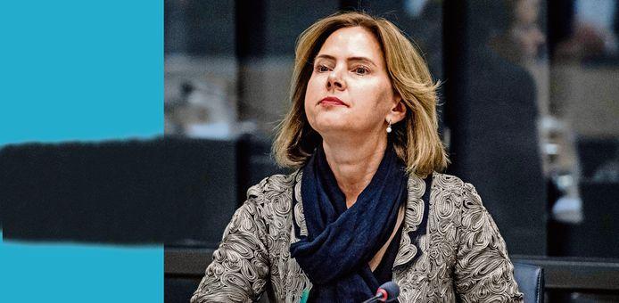 Minister Van Nieuwenhuizen (Infrastructuur en Waterstaat) tijdens een vergadering in de Tweede Kamer over de Stint