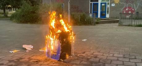 Opnieuw containerbrand bij school op Overstegen, jongeren provoceren politie met leus op de muur: 'Pak ons dan'