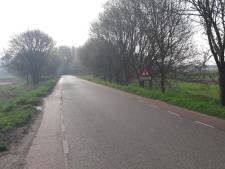 Zwaargewonde invalide man achtergelaten na aanrijding Dinteloord