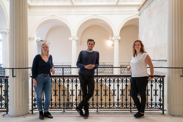 De toekomstige bioscoop van Lumière opent zondag de deuren voor Open Monumentendag. vlnr: Ingeborg Verstappen, Jon Michelena en Shari Meynen