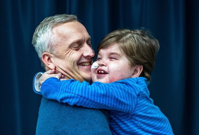 Danny Drieënhuizen (49) met zijn zoontje Axel(10)