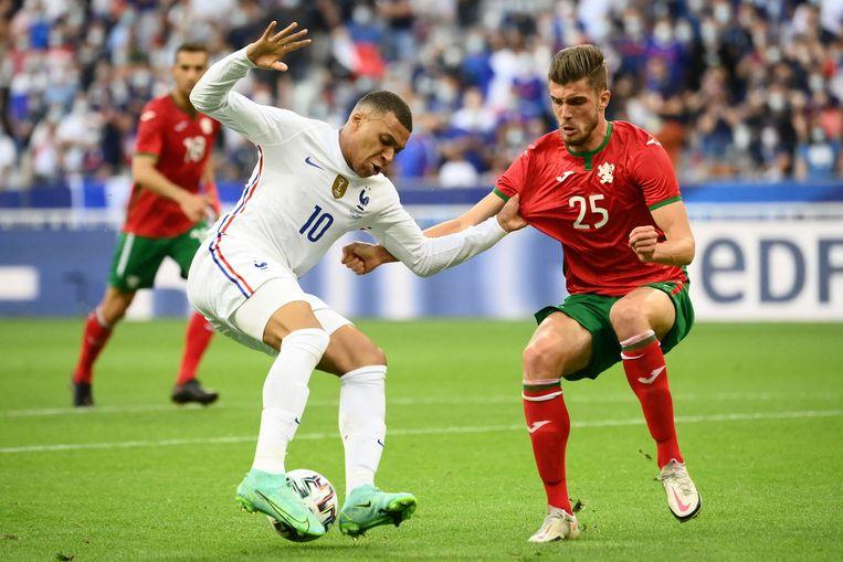 Kylian Mbappé in actie voor de Franse ploeg tegen Portugal. Beeld AFP
