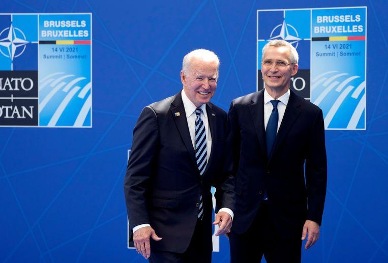 VS-president Joe Biden en NAVO-secretaris-generaal Jens Stoltenberg op de NAVO-top. 'Hun politiek biedt geen antwoord op de echte veiligheidsuitdagingen voor mens en planeet', vindt De Brabander. Beeld EPA