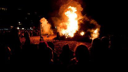 Kerstboomverbranding op strand afgelast, wel gezellige drink op de markt