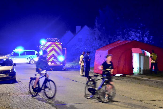 De levenloze man werd aangetroffen op het voetpad langs de Groenestraat in Roeselare.