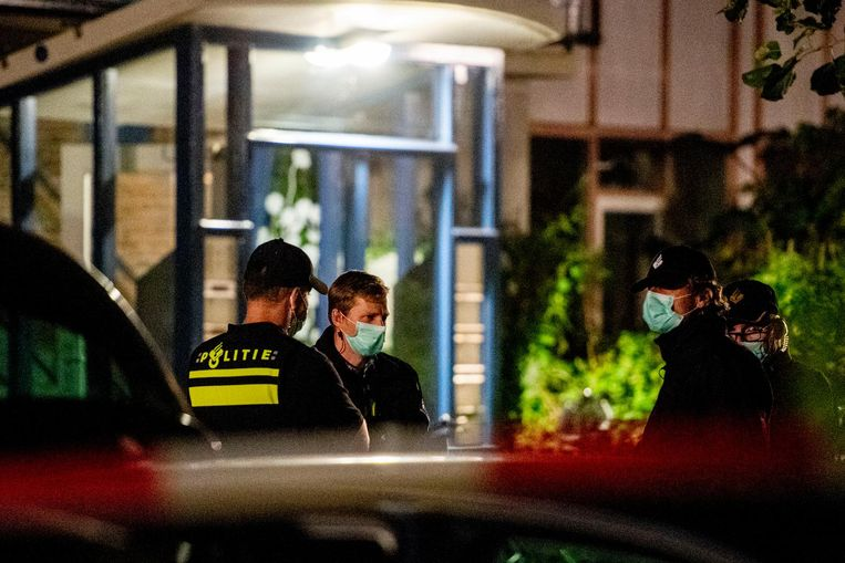 Politieonderzoek in een woning in Vlaardingen in verband met de grote anti-terreuractie waarbij zeven mannen zijn aangehouden in Weert en Arnhem. Beeld anp
