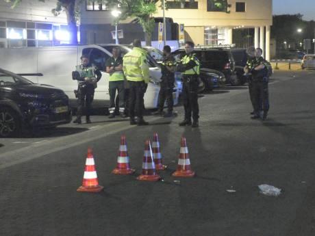 Automobilist (23) rijdt twee mensen aan, laat ze zwaargewond achter en rijdt door