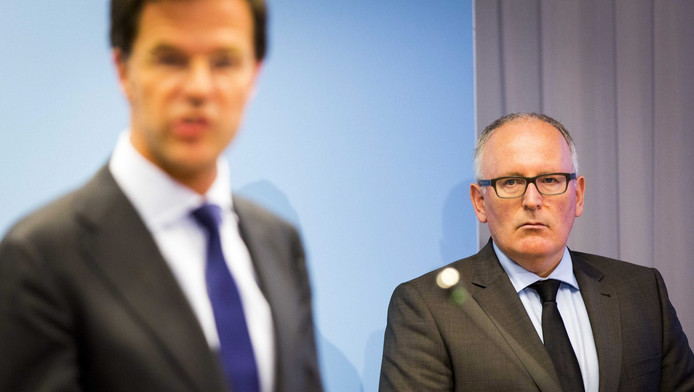 Premier Mark Rutte (links, VVD) en minister van Buitenlandse Zaken Frans Timmermans (PvdA), tijdens een persconferentie over MH17.