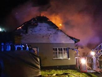Brandweer bestrijdt uitslaande brand taartenatelier Sugar & Pies