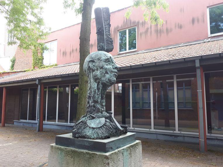 Het kunstwerk van Roland Rens staat nu nog op het Bad Zwischenahnplein, maar verhuist naar de buurt van Eperon d'or.