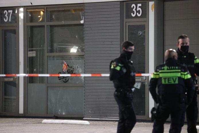 Agenten bij restaurant Chip Sigi aan de Haagse Laan van Haamstede.