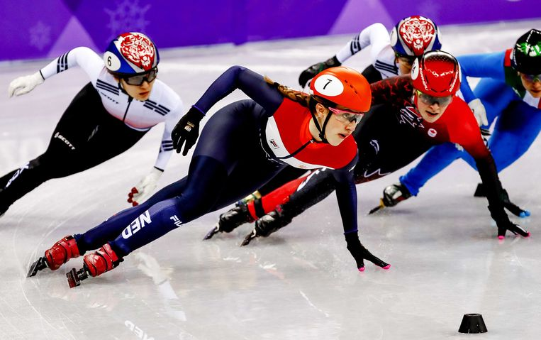 Short-track speedskaters in the Gangneung Ice Arena at the Olympic Winter Games. Beeld ANP