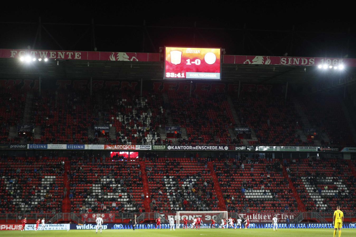 De Grolsch Veste eerder dit seizoen in de thuiswedstrijd tegen FC Groningen toen er nog 8000 fans in het stadion mochten.