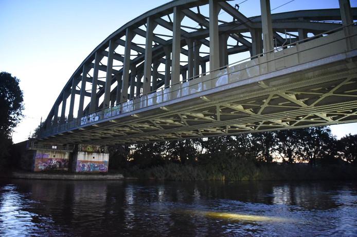 De spoorbrug tussen Wierden en Almelo