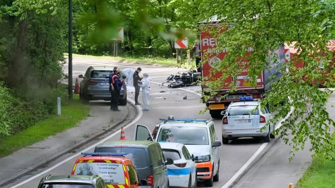 """Motorrijder (58) overlijdt bij aanrijding met vrachtwagen op gevaarlijke weg in Hoeilaart: """"Maximumsnelheid gaat omlaag"""""""