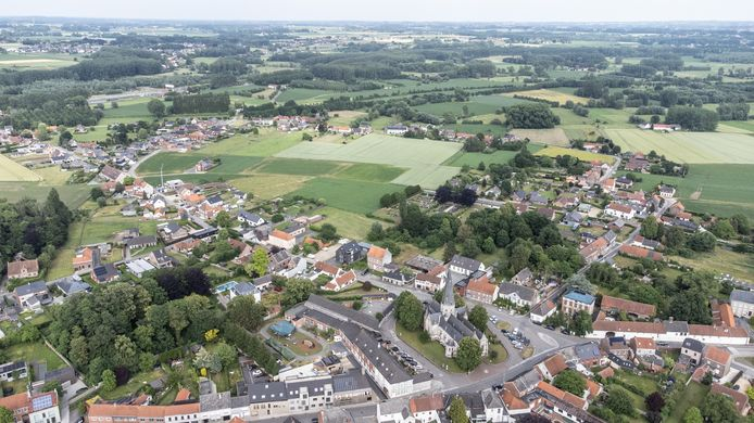 De woonwijk was voorzien op de groene vlakte (midden op de foto), maar komt er uiteindelijk niet.