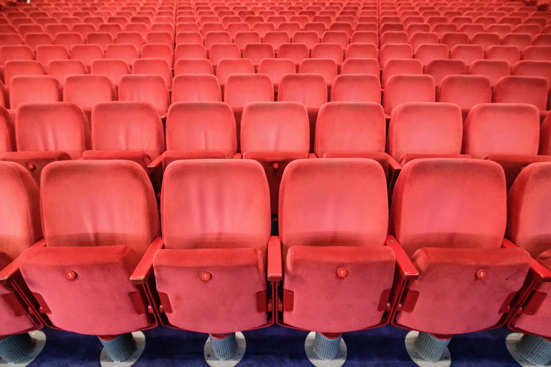 Lege stoelen in de Berlinale Palast op Potsdamer Platz, vlak voor de 71ste editie van de Berlinale.