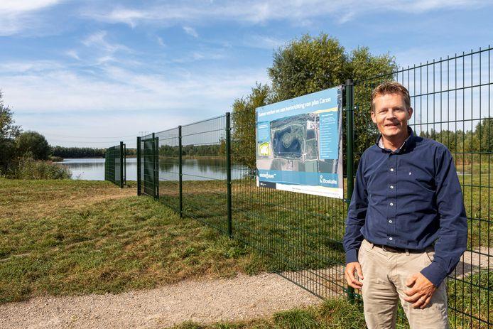 Projectleider Thomas Nusselein bij de Plas van Caron tussen Oosterhout en Raamsdonksveer.