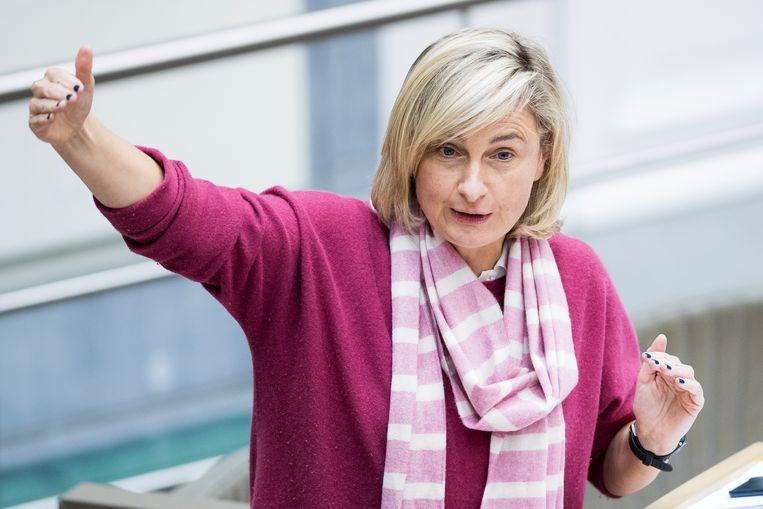Minister van Onderwijs Hilde Crevits (CD&V) kondigt aan dat gemoderniseerd secundair onderwijs een jaar later start. Beeld BELGA