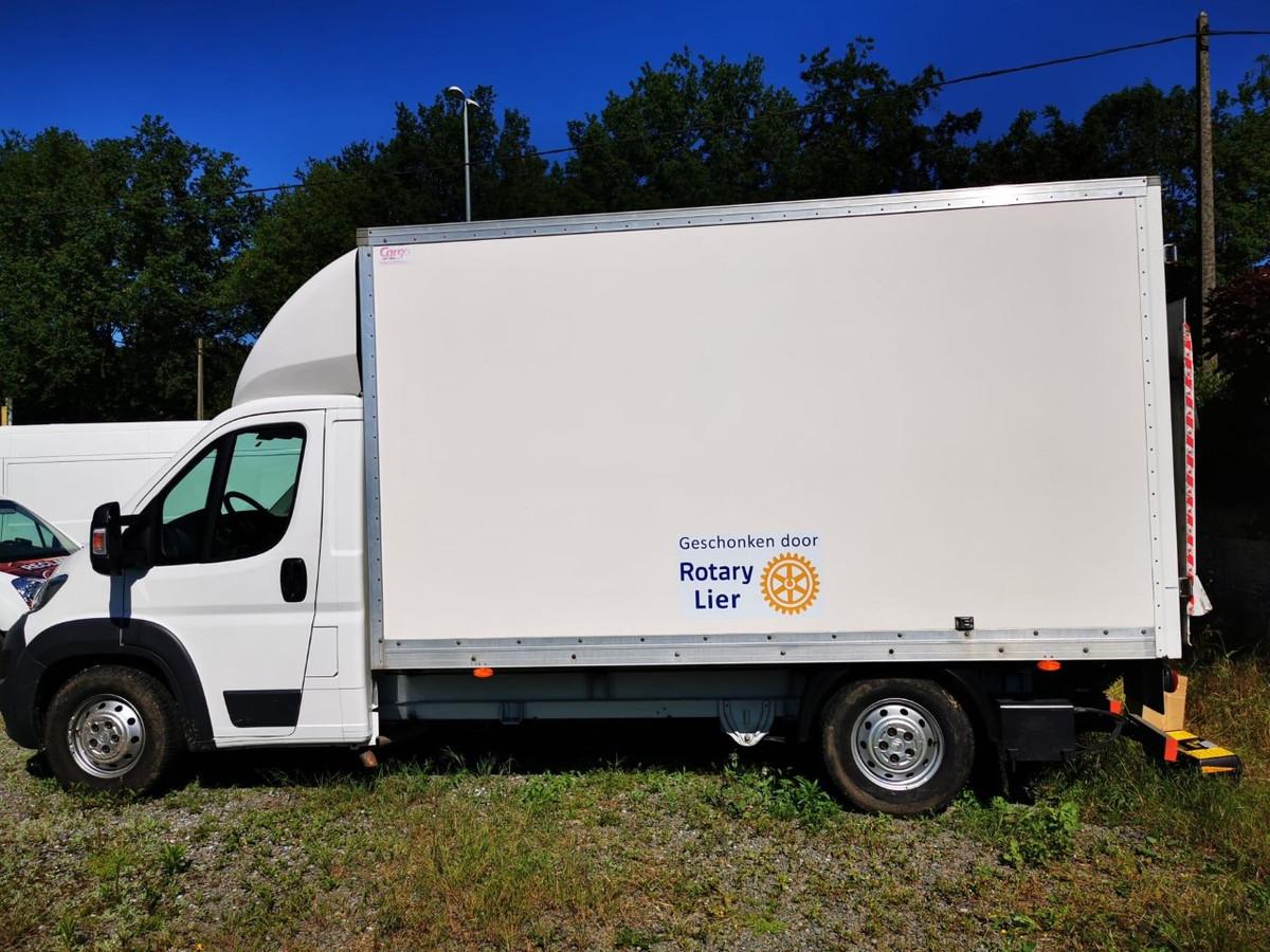Vzw De Loods kan voortaan beschikken over deze vrachtwagen.