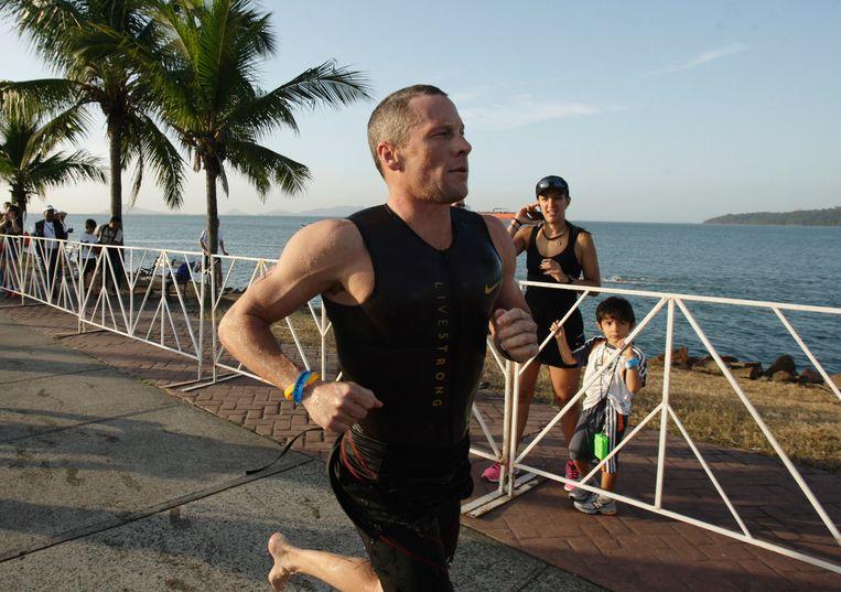 Lance Armstrong tijdens een triathlon in Panama, in 2012. Beeld AP