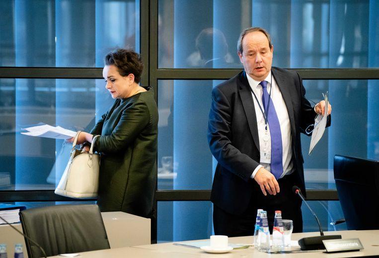 Staatssecretaris Alexandra van Huffelen van Toeslagen en staatssecretaris Hans Vijlbrief van Financiën tijdens een algemeen overleg over de Belastingdienst in de Tweede Kamer.  Beeld ANP