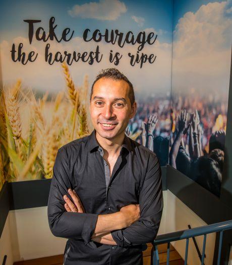 Christian Tan opent nieuwe kerk in Enschede: 'Meer Jezus in meer Tukkers'