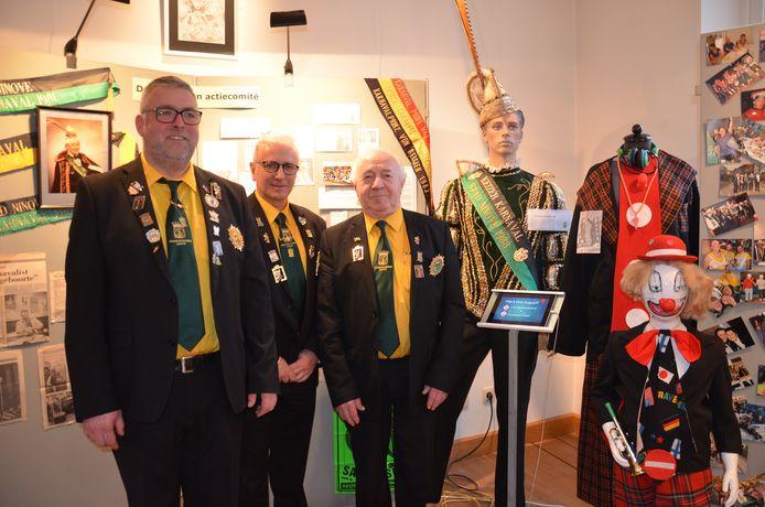 Voormalig prinsen Werner, Johan en André van de Prinsencaemere op de tentoonstelling over 22 jaar Don Augustprijs in het oud stadhuis.