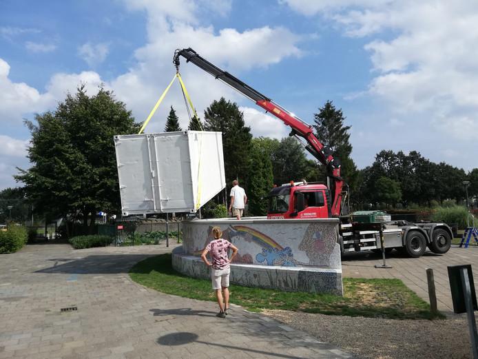 Donderdagmiddag zijn de containers geleverd.