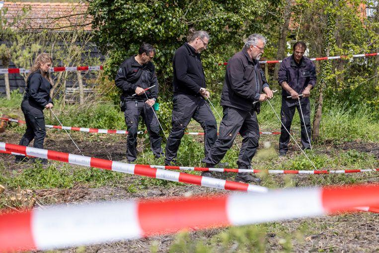 De politie zoekt in recreatiegebied De Hulk bij Scharwoude naar het lichaam van de verdwenen Sumanta Bansi. Beeld Michel van Bergen