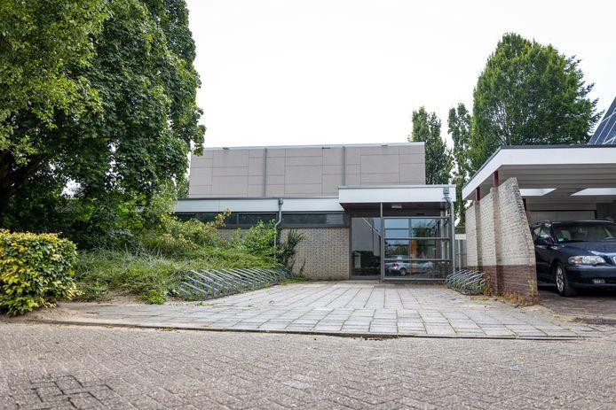 Sporthal Hooiberg is gerenoveerd. Buitenzijde van sporthal De Hooiberg is voorzien van nieuwe isolerende en duurzame bekleding.