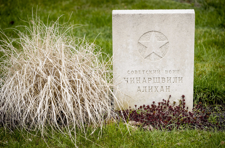 Het graf op het Sovjet Ereveld in Leusden dat blijkt toe te behoren aan Elizbar Ivanovitsj Tsjitasjvili. Hij overleed op 14 mei 1945 in het Duitse Herne aan tuberculose.