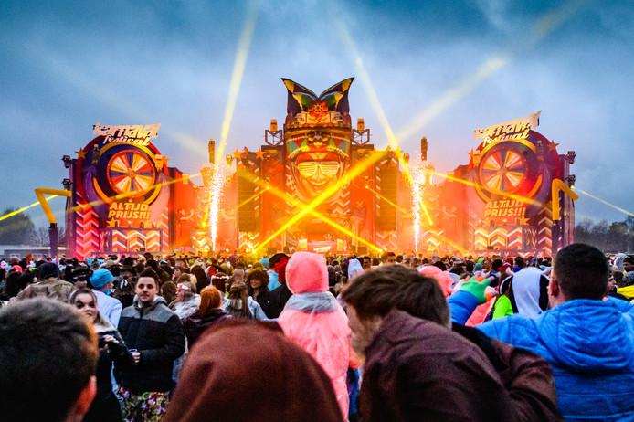 Het indrukwekkende podium van Karnaval Festival op zaterdag.