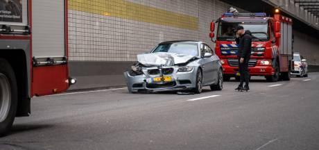 BMW's botsen op elkaar in Beneluxtunnel