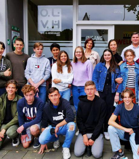 """Leerkracht Filip ging al dertien keer helpen in Luik na watersnood, nu volgen 7 collega's en 30 leerlingen: """"Zijn verhalen en foto's motiveerden ons"""""""