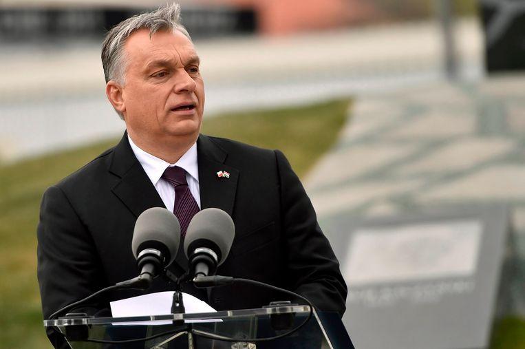'Mijn vrouw haat het stadion. Ze zegt dat het het uitzicht vanuit het keukenraam verpest' Viktor Orbán Beeld AP